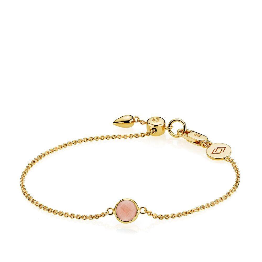 Prima Donna armbånd i guld med peach månesten fra Izabel Camille.