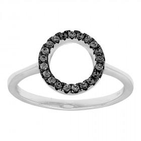 Ring i sort sølv med en cirkel af zirkoner fra Joanli Nor