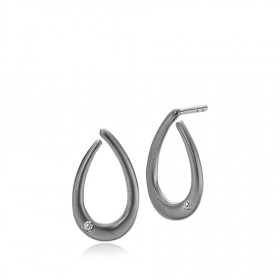 Diversity small sort sølv øreringe med en enkel zirkon fra Izabel Camille