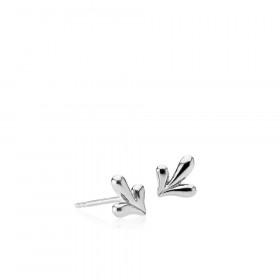 Embrace øreringe i sølv med et bladmotiv fra Izabel Camille.
