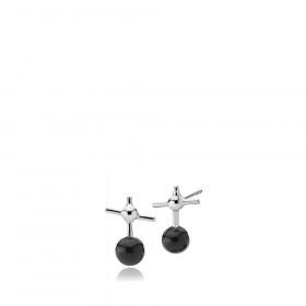Miss K øreringe i sølv med kryds og sort onyx fra Izabel Camille.