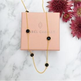 Prima Donna halskæde i guld med onyx fra Izabel Camille.