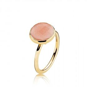Prima Donna ring i guld med en peach månesten fra Izabel Camille