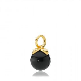 Berry vedhæng i guld med sort onyx fra Izabel Camille.