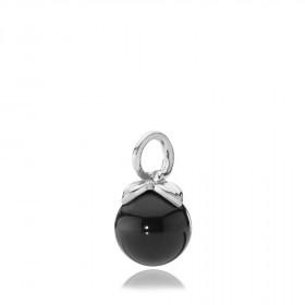 Berry vedhæng i sølv med sort onyx fra Izabel Camille.