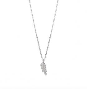 Halskæde i sølv med fjer og zirkoner fra Joanli Nor.
